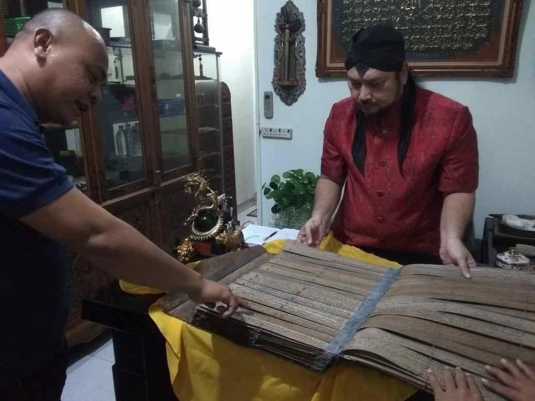 Ini Wujud Kitab Suci Al-Quran yang Diberikan Jin Muslim