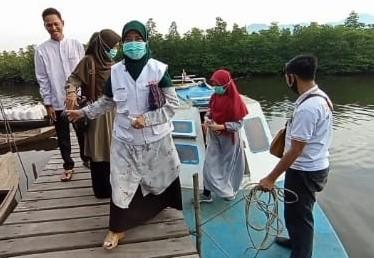 Masih Kampanye di Lingga, Suryani Sambangi Majelis Taklim di Desa Rantau Panjang dengan Speedboat