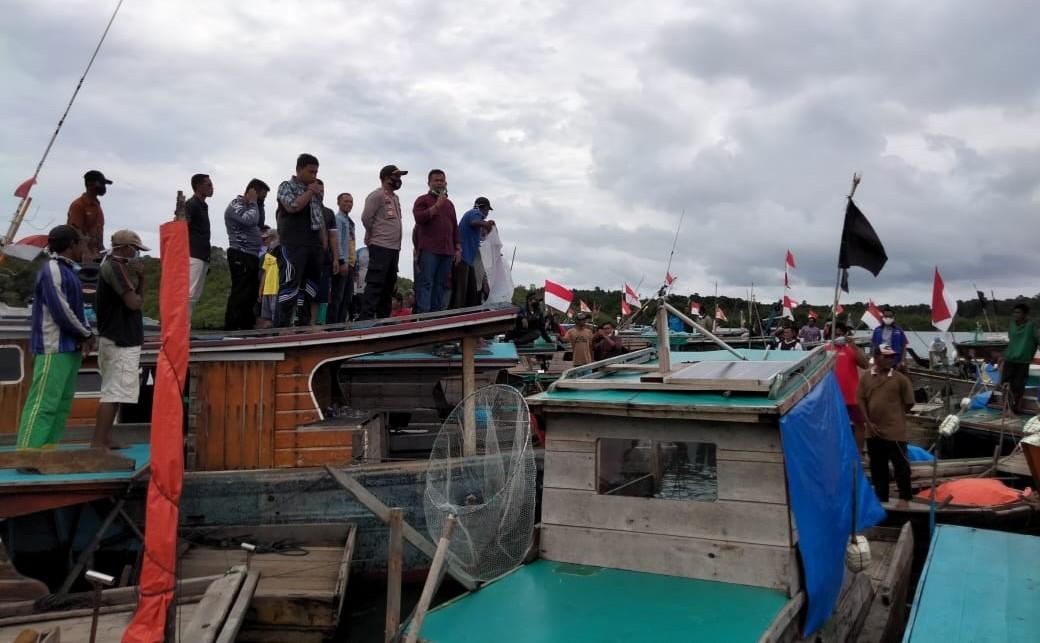 Polsek Singkep Barat Kawal Deklarasi Penolakan Tambang Timah Laut