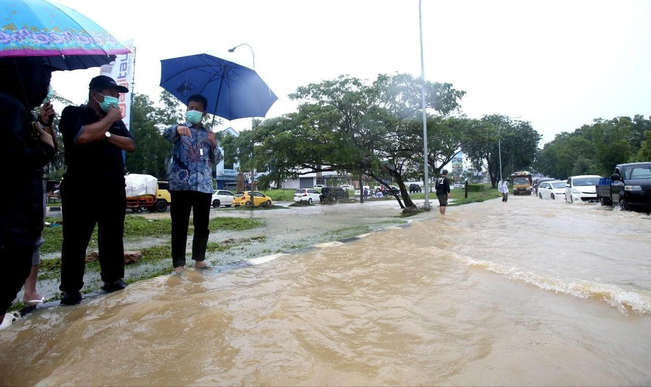 Selesaikan Banjir, Walikota Batam Akan Lebarkan Drainase di Jalan Protokol
