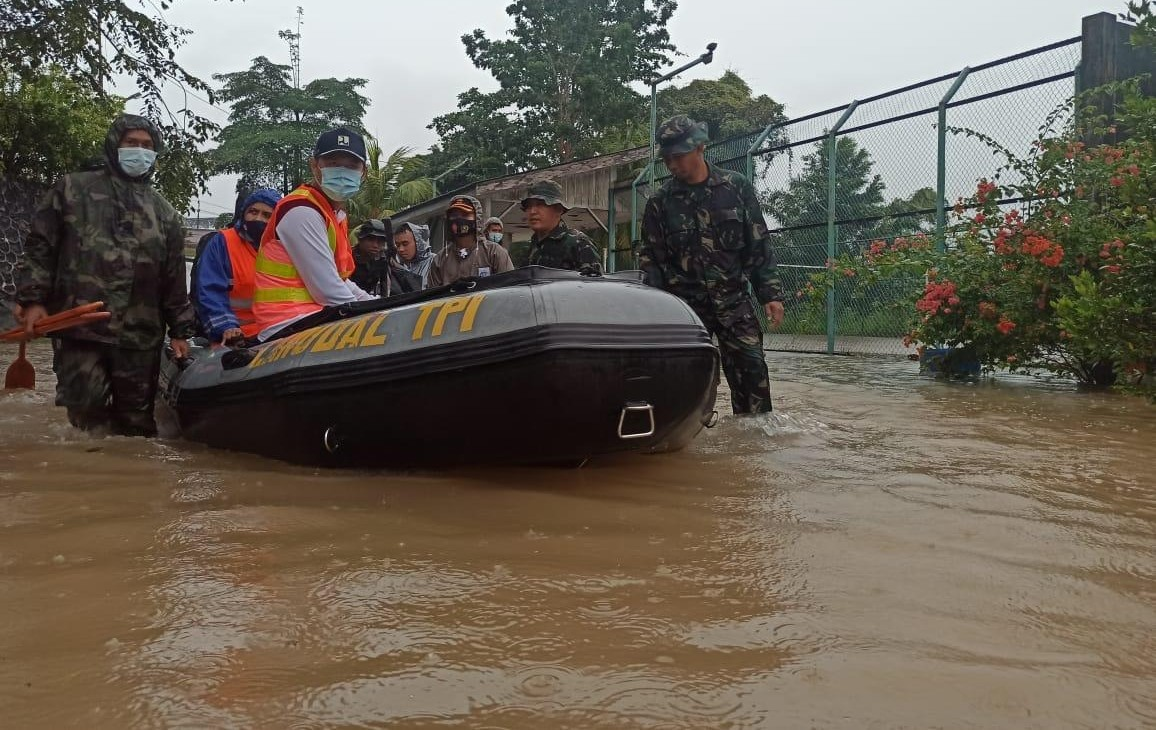Kendati Hujan Lebat, Kapolres Tanjungpinang Tinjau Titik Banjir