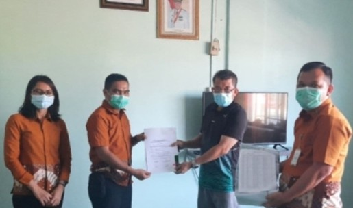 BPJS Kesehatan Serahkan 386 KIS kepada Perangkat Desa di Karimun