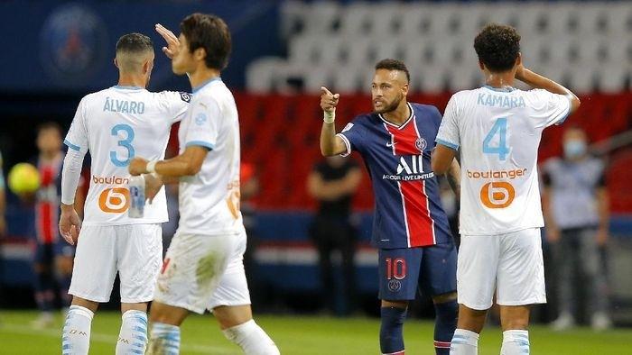 Melihat Tempelengan Neymar ke Alvaro yang Berujung Kartu Merah