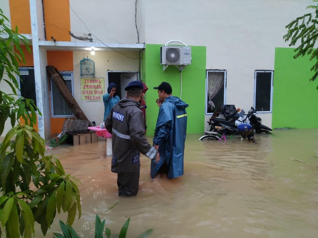 Sat Brimob Polda Kepri Siaga Antisipasi Banjir