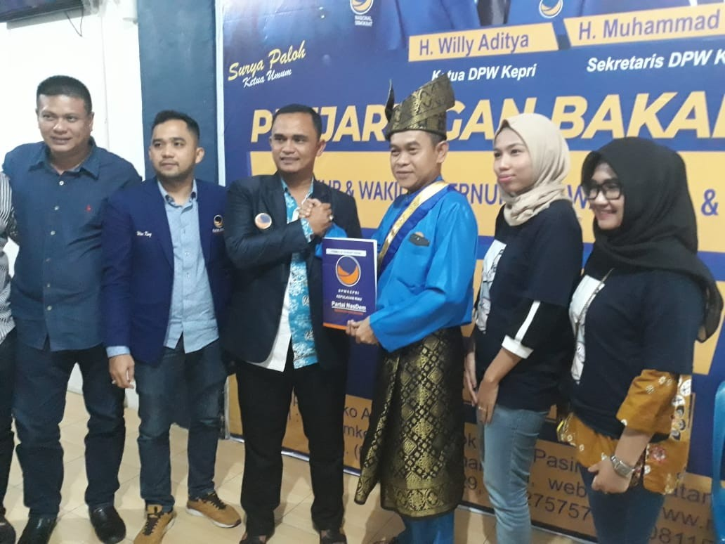 Ketua PWI Kepri Ambil Dua Formulir, Balon Walikota Batam dan Balon Bupati Natuna