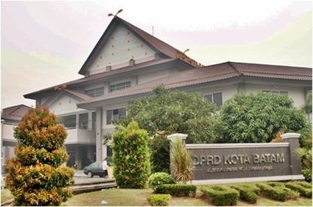 Komunitas Ojek Online Maxim Serahkan Petisi kepada Anggota Komisi III DPRD Batam