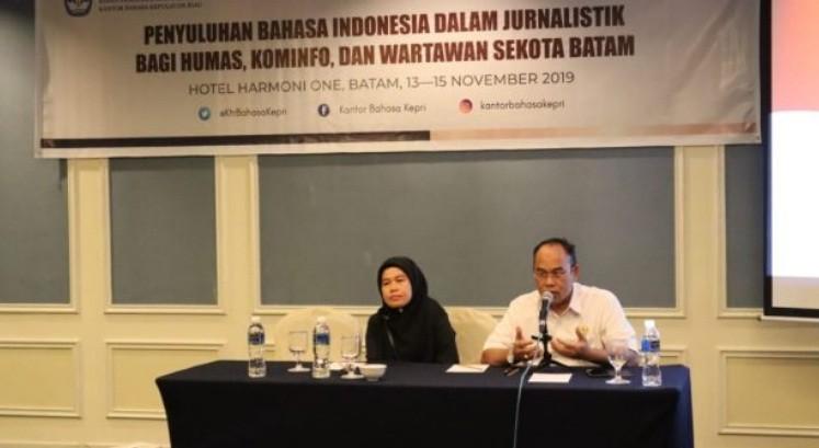 Jurnalis Batam Dilatih Gunakan Bahasa Indonesia yang Baik dan Benar