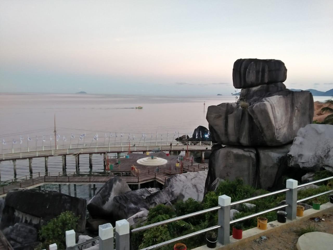 Batu Tompak Tiga Salahsatu Destinasi Wisata di Anambas